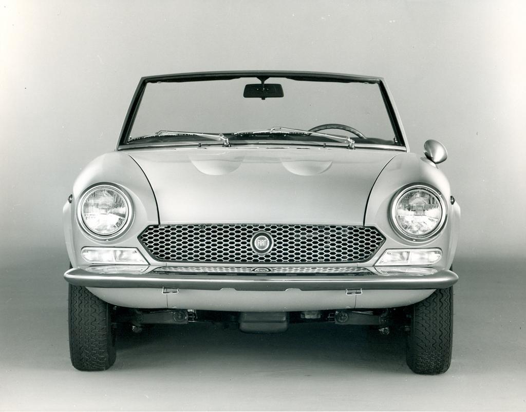 50 Jahre Fiat 124 Sport Spider Beliebt In Europa Ein Star Den 1970 Convertible Bilder