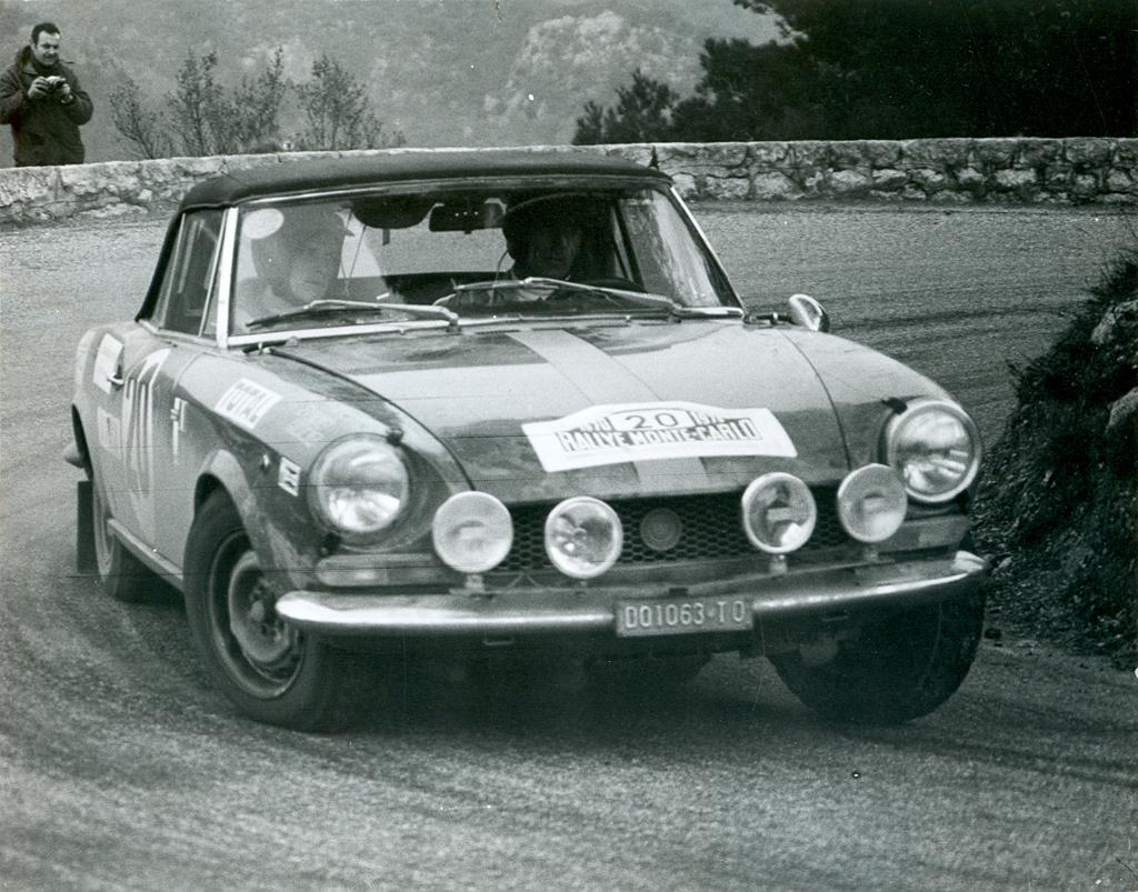 50 Jahre Fiat 124 Sport Spider Beliebt In Europa Ein Star Den 1970 Bilder