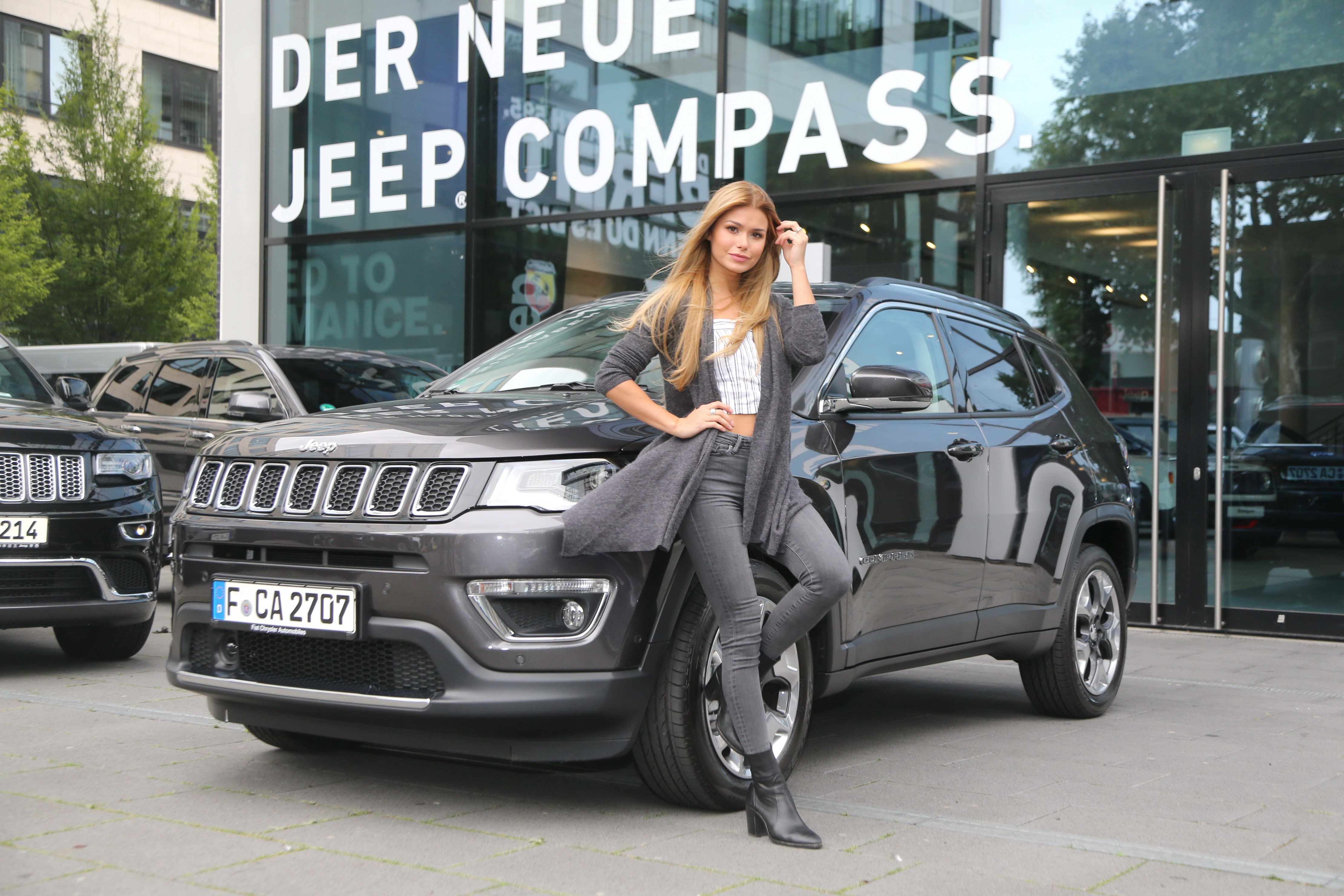 angesagte influencer fahren jeep compass pressetexte. Black Bedroom Furniture Sets. Home Design Ideas