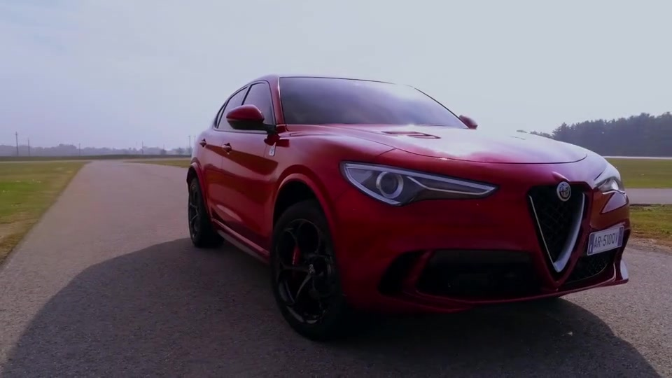 Alfa Romeo Stelvio Quadrifoglio - Clip on track - highlights