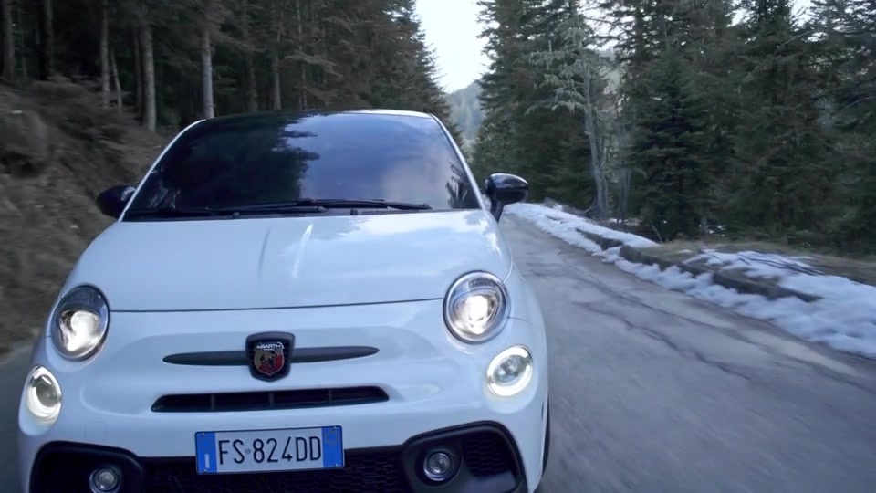 Footage Abarth 124 GT and Abarth 595 Competizione
