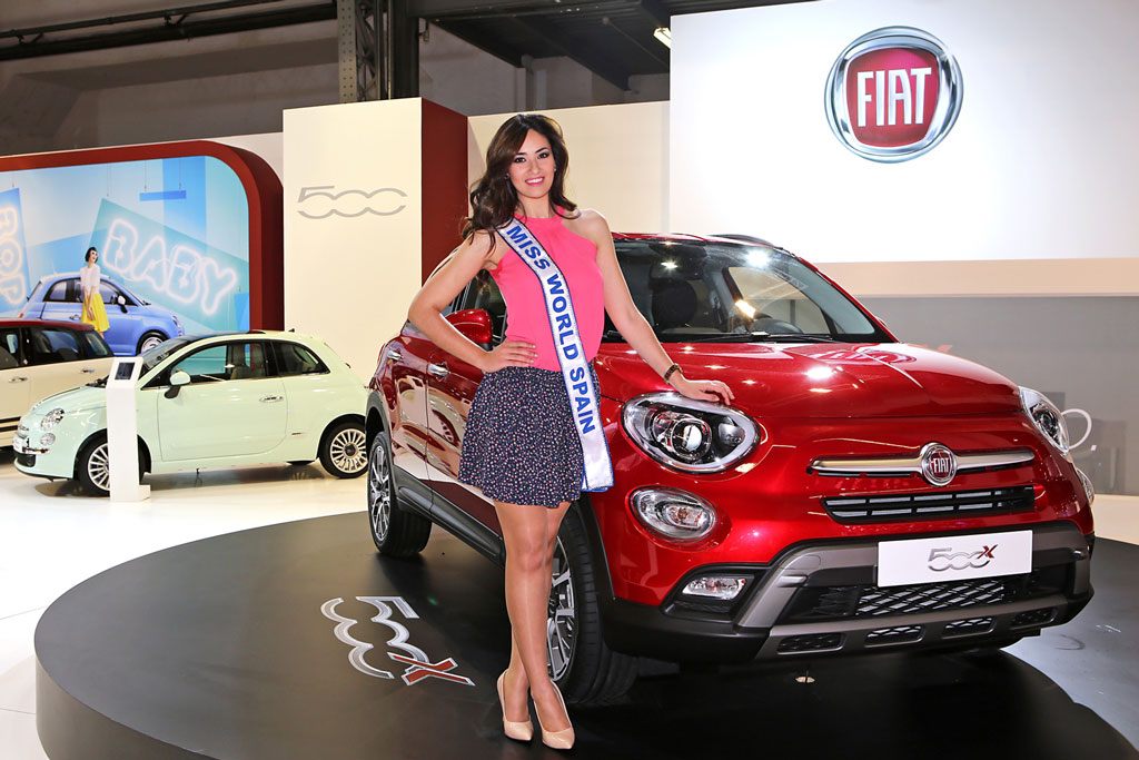 Lourdes Rodríguez, Miss World Spain 2014, junto a Fiat 500X en Barcelona - Carpetas de prensa - Fiat Group Automobiles Press