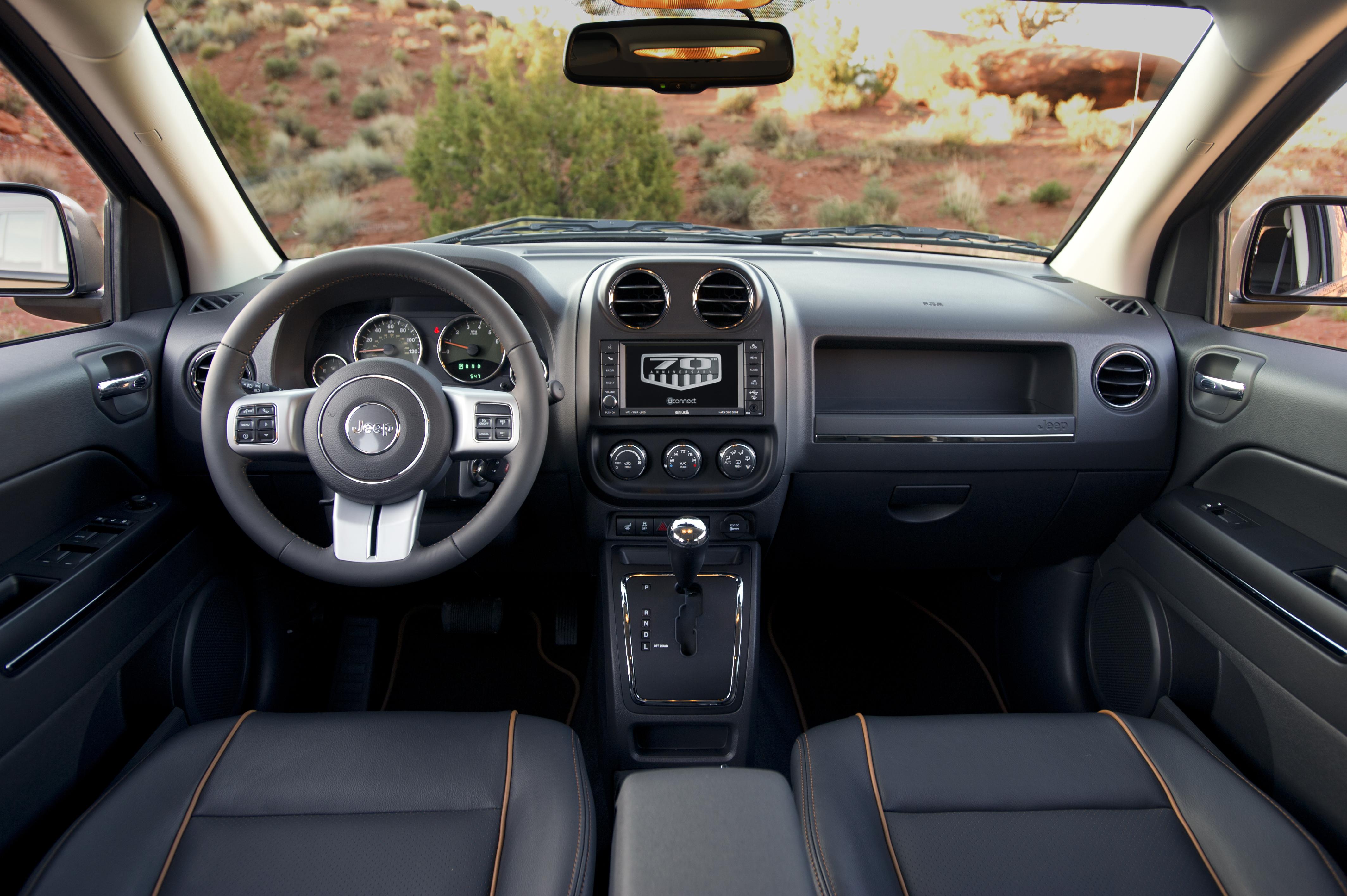jeep lance les s ries 70th anniversary communiqu s de presse fiat chrysler automobiles press. Black Bedroom Furniture Sets. Home Design Ideas