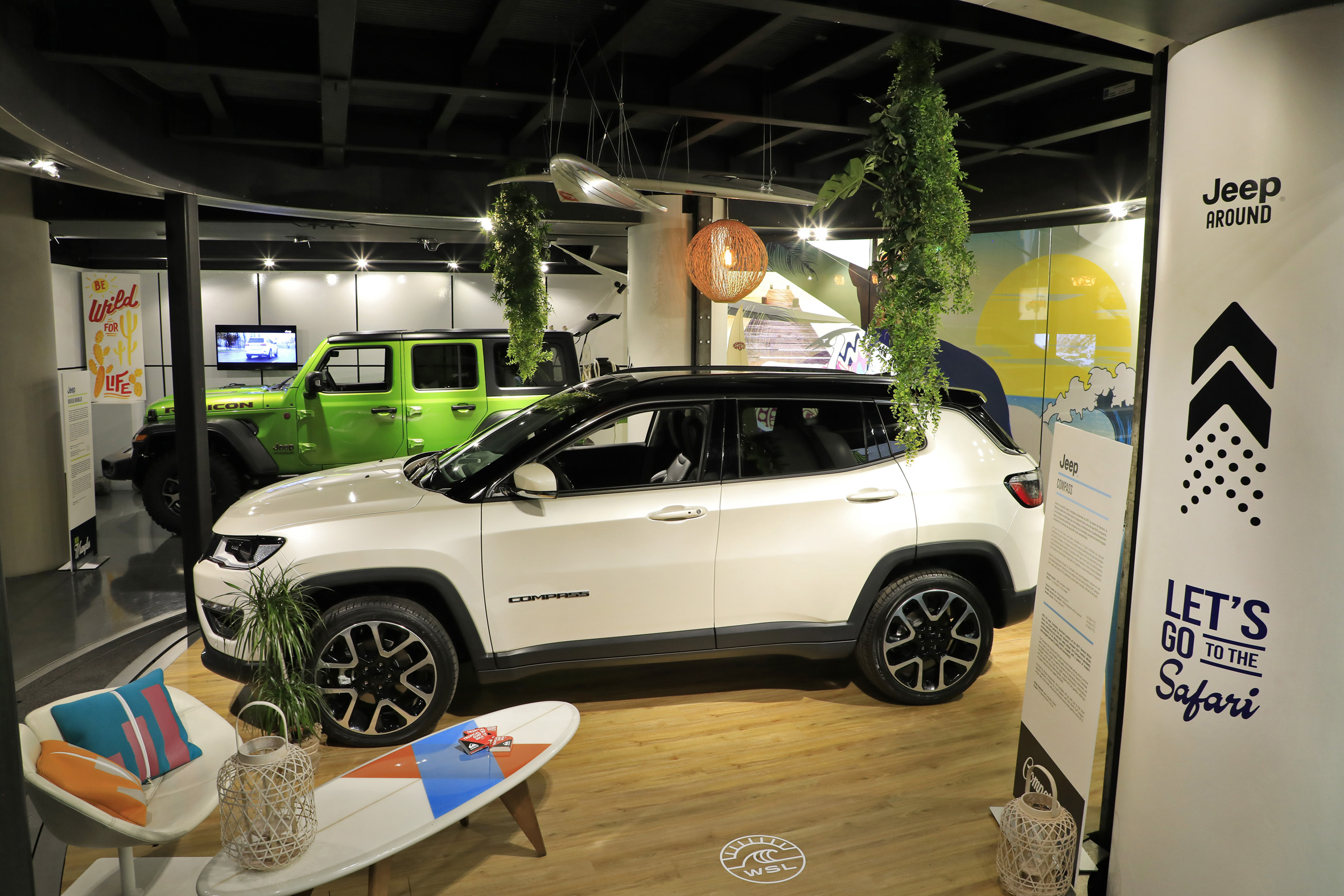 nouvelle exposition jeep around motorvillage champs elys es communiqu s de presse fiat. Black Bedroom Furniture Sets. Home Design Ideas