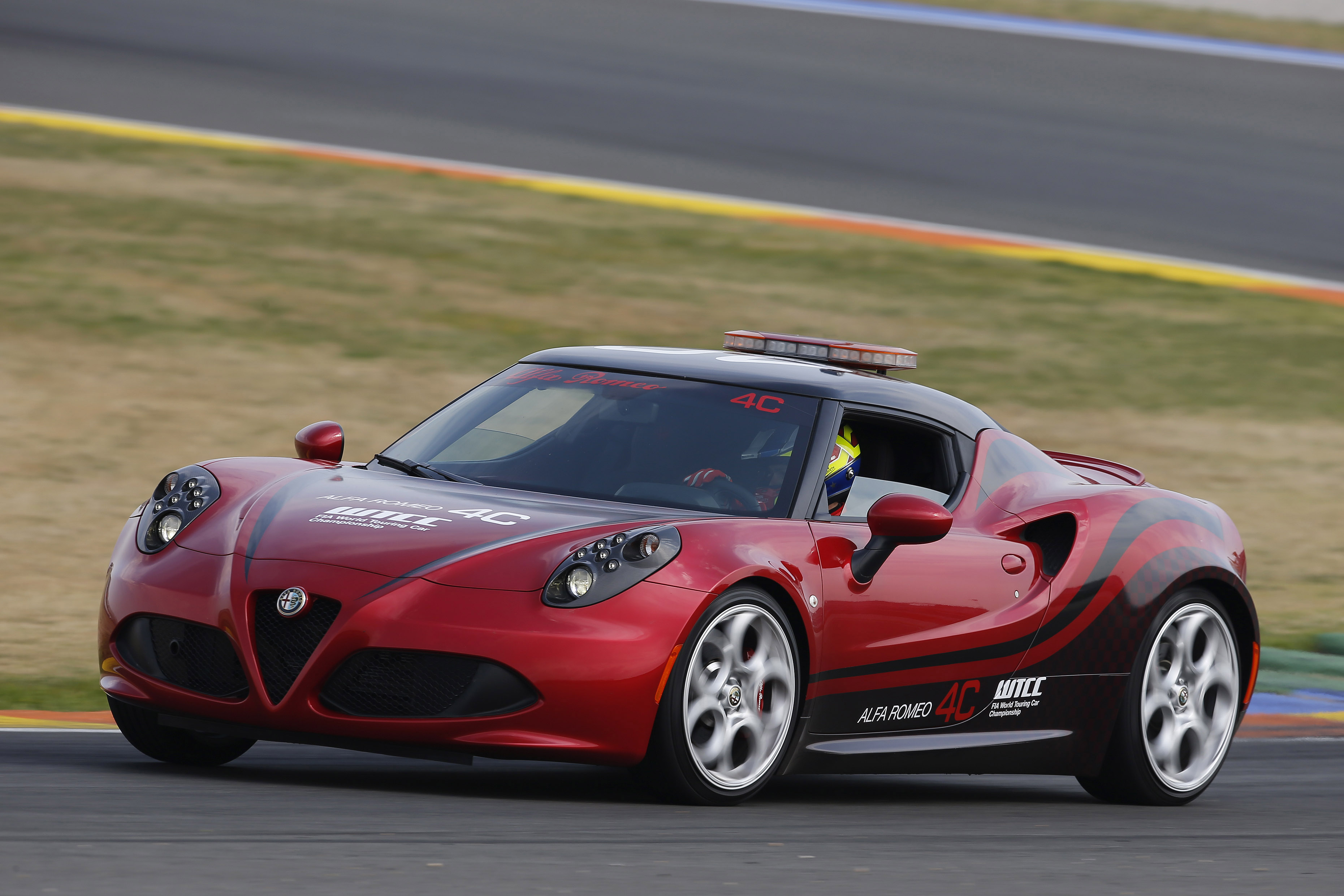 fia wtcc l 39 alfa romeo 4c safety car d bute au maroc. Black Bedroom Furniture Sets. Home Design Ideas