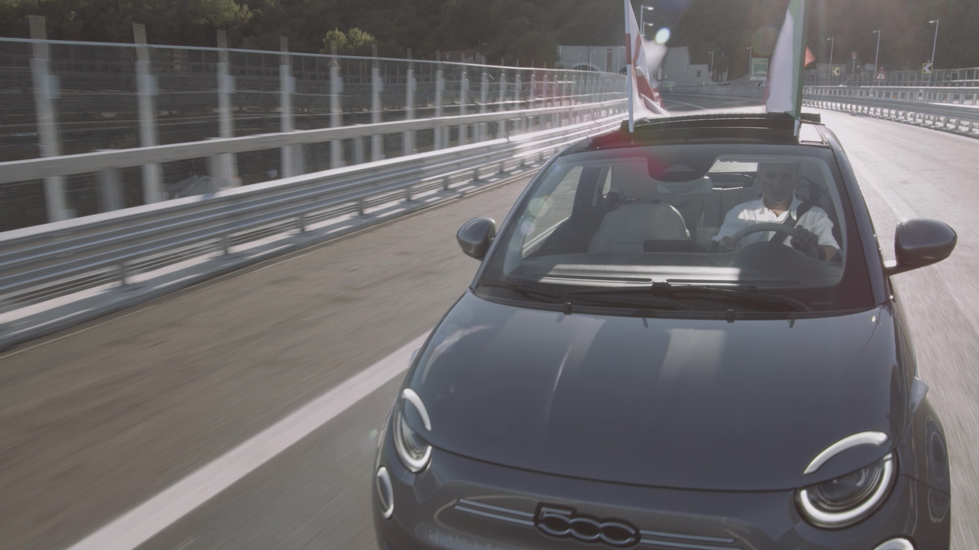 The New 500 has crossed the new Genoa San Giorgio bridge - Footage