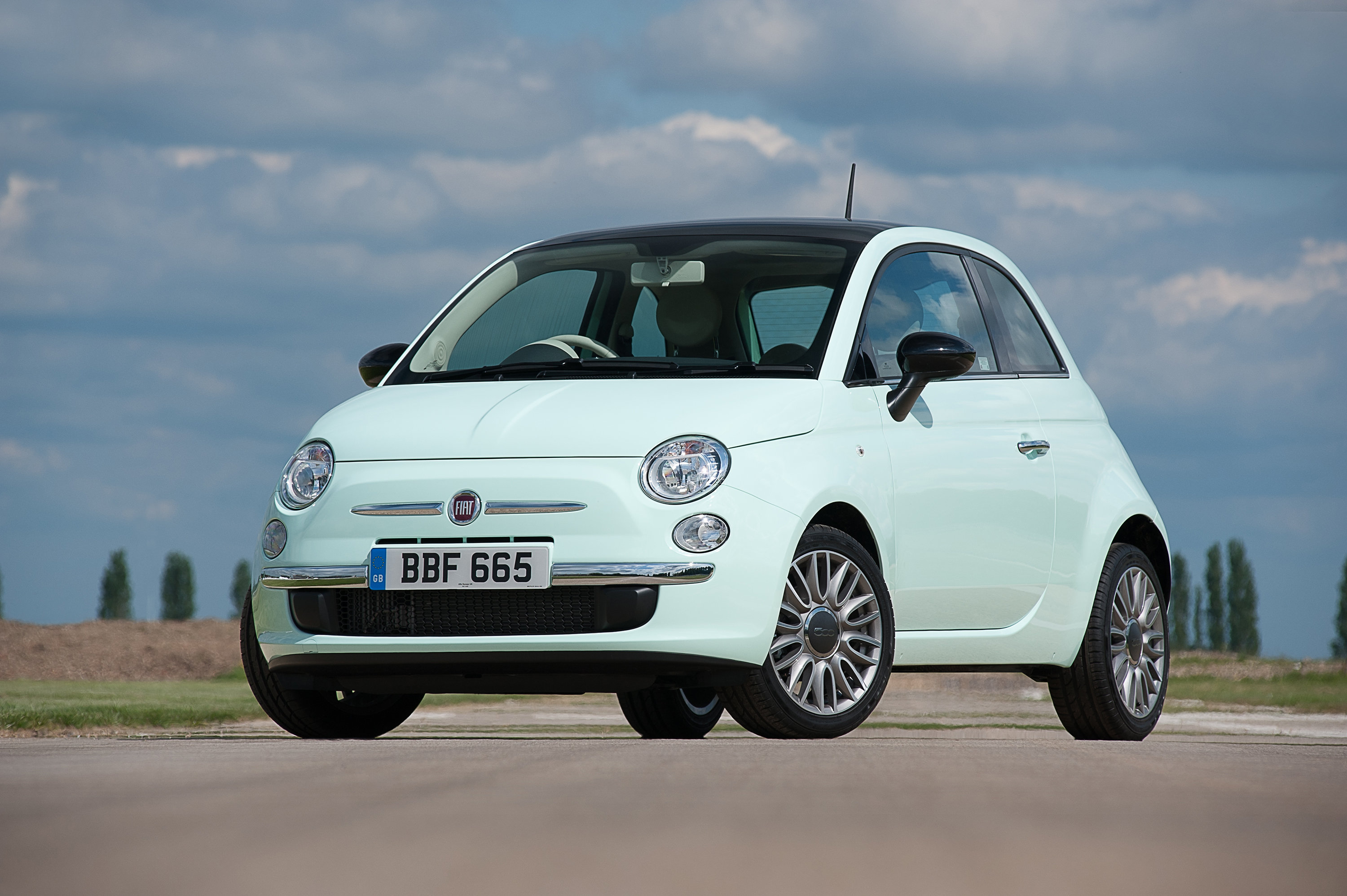the new fiat 500 including new cult and twinair 105hp versions goes on sale in the uk press. Black Bedroom Furniture Sets. Home Design Ideas