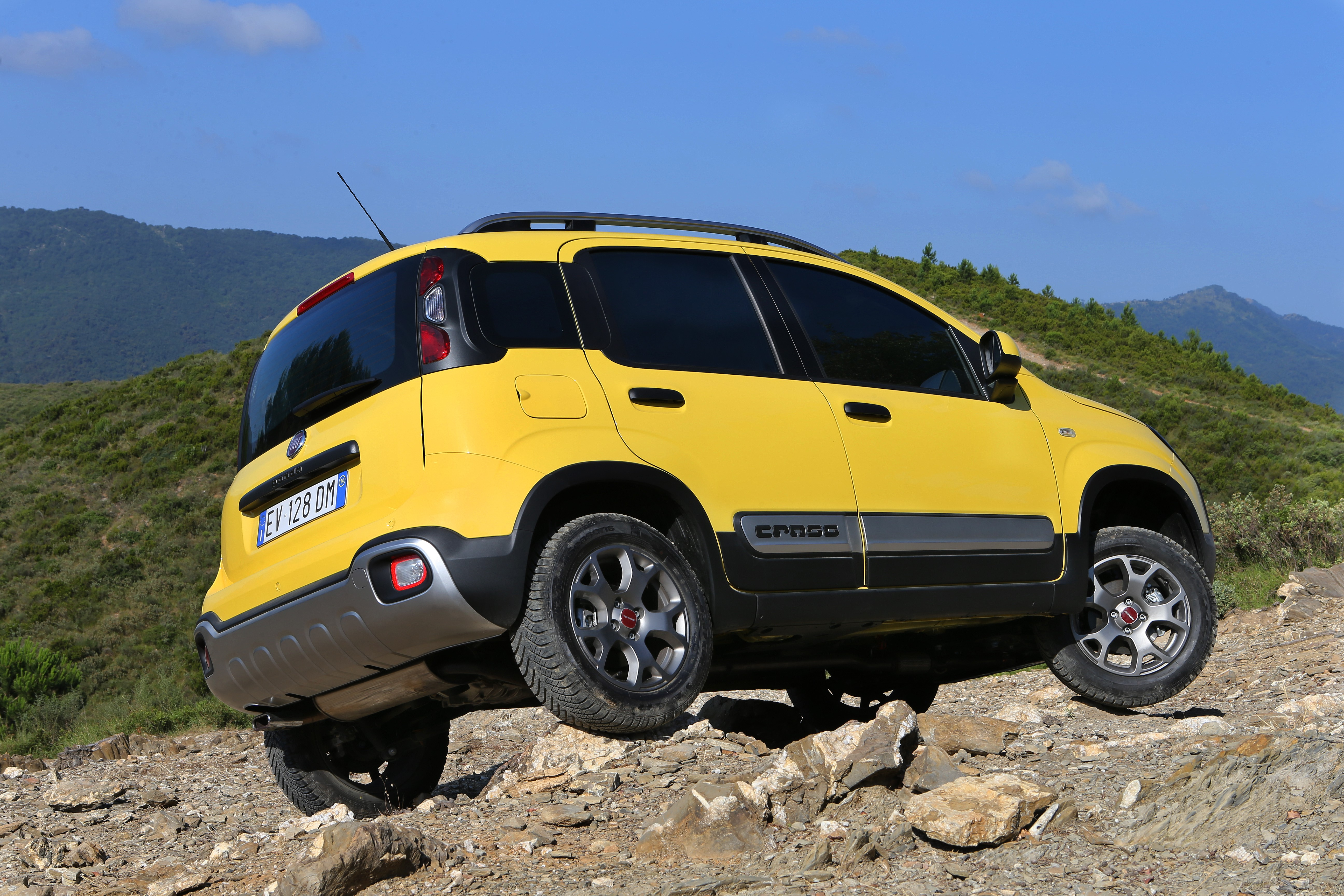 the new fiat panda cross a car like no other press. Black Bedroom Furniture Sets. Home Design Ideas